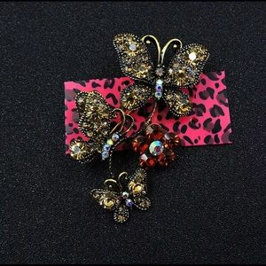 BETSEY JOHNSON~ BUTTERFLY Trio Brooc